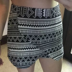 Black & White Triangle Pattern Shorts